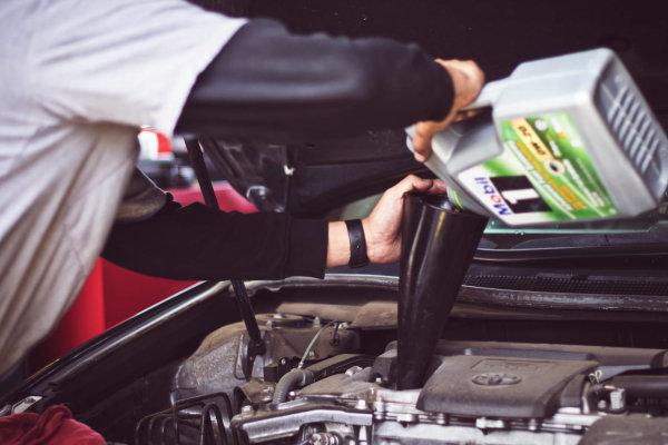 Qué debes revisar periódicamente de tu coche